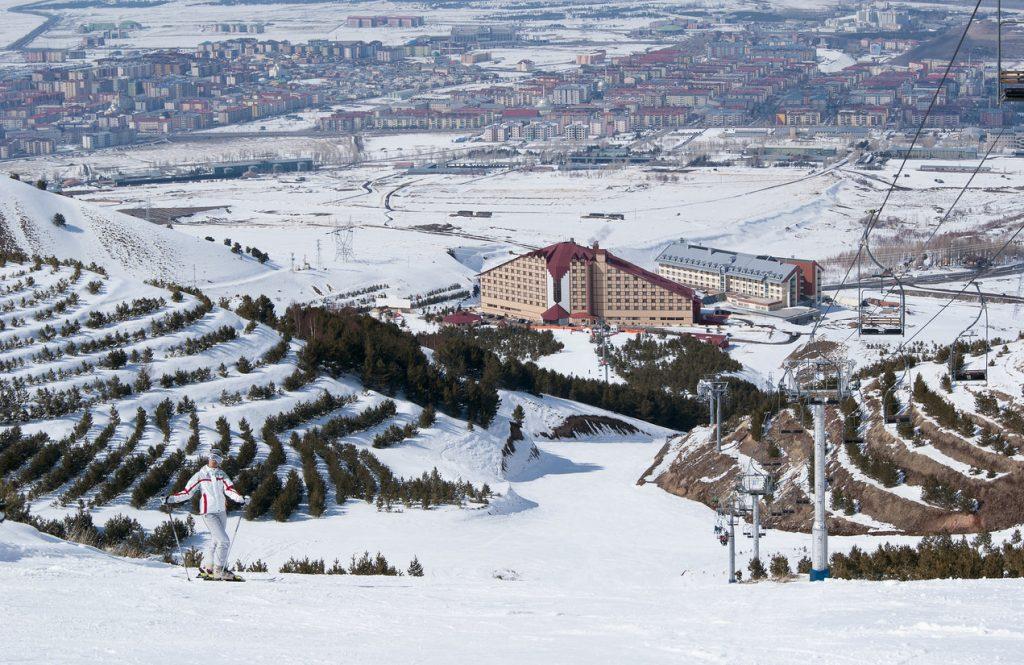 A skier at the Palandöken Ski Center in Erzurum