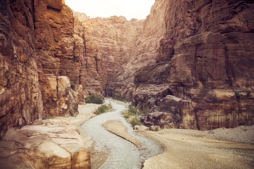 Вади Муджиб, крупнейший каньон Иордании.