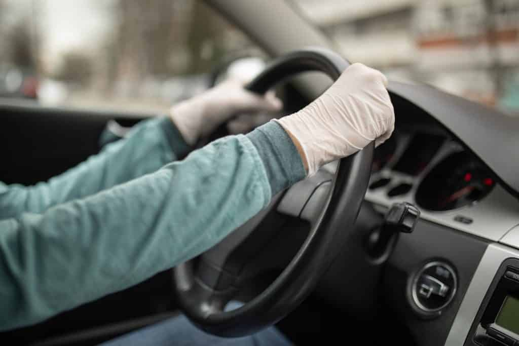 Driving with gloves during a pandemic period